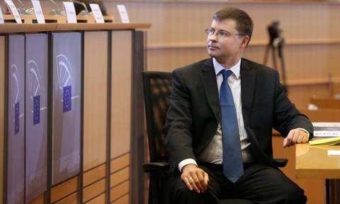 Τι σηματοδοτεί η επίσκεψη Ντομπρόβσκις στην Αθήνα