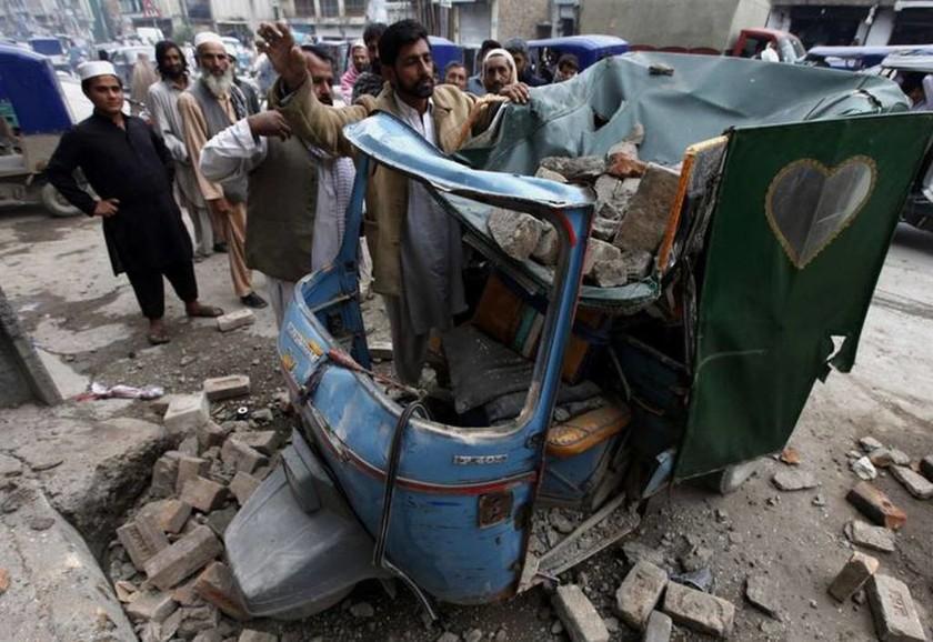Πακιστάν - Αφγανιστάν: Συνεχίζονται οι έρευνες για τον εντοπισμό επιζώντων (pics)