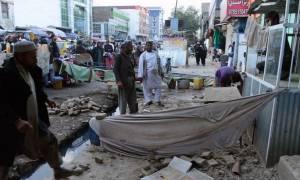 Σεισμός: Συνεχίζονται οι έρευνες για τον εντοπισμό επιζώντων σε Πακιστάν και Αφγανιστάν (pics)