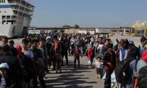 Πειραιάς: Κατέπλευσε στο λιμάνι το «Blue Star 1» με 1.554 πρόσφυγες