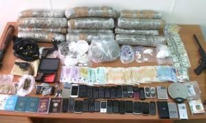 Αττική: Εξαρθρώθηκε σπείρα που διακινούσε ποσότητες ναρκωτικών (pics)