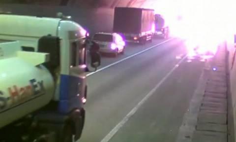 Ν. Κορέα: Τρομακτικό ατύχημα με έκρηξη φορτηγού μέσα σε τούνελ (video)