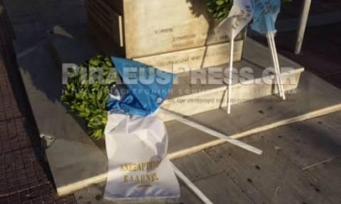 Πειραιάς: Ο Κολοκοτρώνης «πέταξε» το στεφάνι των ΑΝΕΛ από πάνω του! (pic)