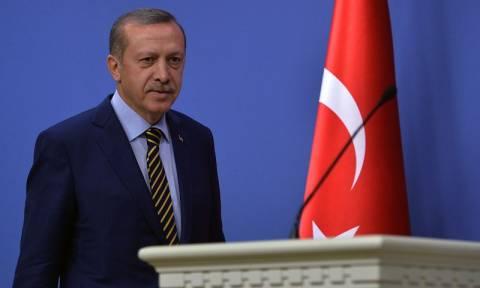 Τουρκία: Δίωξη σε δύο ανήλικα παιδιά επειδή έσκισαν αφίσα του Ερντογάν