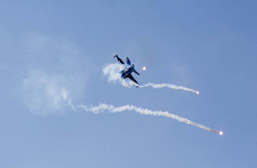 Ρίγη συγκίνησης: Το συγκλονιστικό μήνυμα πιλότου μέσα από το F- 16 στους Έλληνες! (vids)