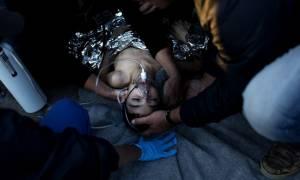 Συγκλονιστικές εικόνες στη Λέσβο – Διασώστες προσπαθούν να επαναφέρουν στη ζωή προσφυγόπουλα