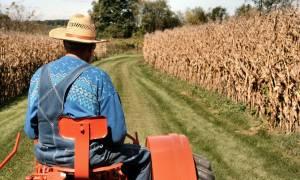 Οι αγρότες σε κέφια – Η φωτογραφία που κάνει το γύρο του Διαδικτύου