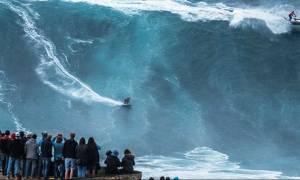 Σέρφερ δάμασε τα δυσκολότερα κύματα στον κόσμο! (video+photos)