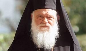 Οικονομικά βοηθήματα σε νεοεισαχθέντες φοιτητές από τον Αρχιεπίσκοπο Ιερώνυμο