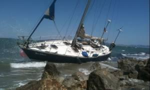 Παρολίγο νέα τραγωδία: Διασώθηκαν μετανάστες από σκάφος που κατευθυνόταν προς τα βράχια