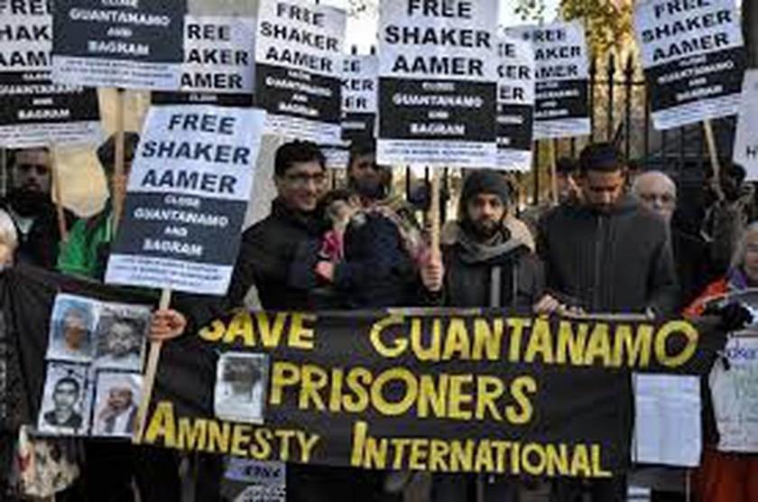 Ο κρατούμενος «239» εγκαταλείπει το Γκουαντάναμο έπειτα από 13 χρόνια (pics)