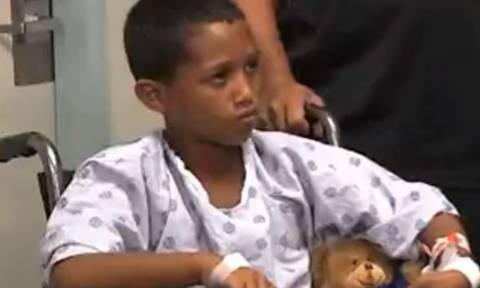Δεκάχρονος πάλεψε με καρχαρία και τον έτρεψε σε φυγή!