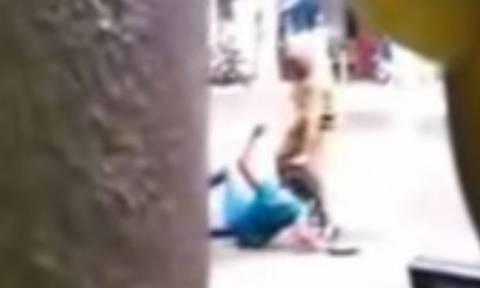 Βίντεο σοκ: Αστυνομικός ξυλοκοπεί εκδιδόμενη επειδή αρνήθηκε να τον ικανοποιήσει