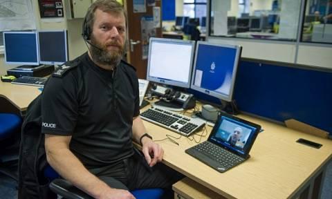 Οι Βρετανοί αστυνομικοί θα μιλούν πλέον με τα θύματα μέσω… Skype!