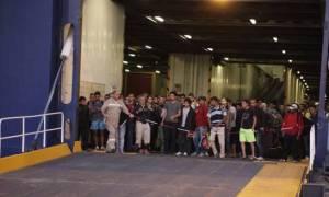 Πάνω από 2.500 πρόσφυγες αποβιβάστηκαν και σήμερα στο λιμάνι του Πειραιά
