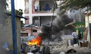 Μακελειό στη Σομαλία: Ένοπλη επίθεση σε ξενοδοχείο με τουλάχιστον 12 νεκρούς
