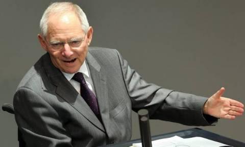 Έτοιμος να «απασφαλίσει» ξανά τη βόμβα του Grexit ο Σόιμπλε