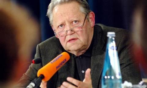 Πέθανε στα 86 του ο Γκίντερ Σαμπόφσκι που γκρέμισε από λάθος διατύπωση το Τείχος του Βερολίνου