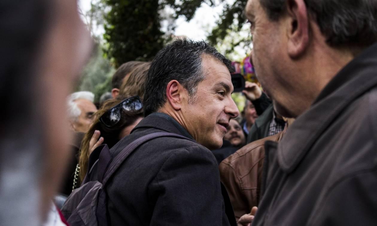 Θεοδωράκης: Να σωθούν οι καταθέσεις των ανθρώπων