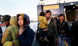 Πάνω από 5.000 πρόσφυγες έφτασαν σήμερα στον Πειραιά