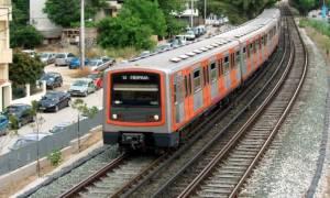 Σκηνές πανικού σε σταθμό του ΗΣΑΠ - Γυναίκα έπεσε στις γραμμές του τρένου