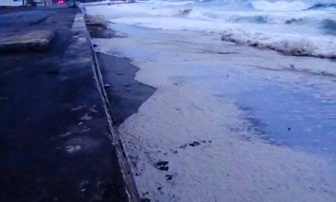 Πετρελαιοκηλίδα ενός χιλιομέτρου σχηματίστηκε στη θάλασσα των Κυθήρων (photos)