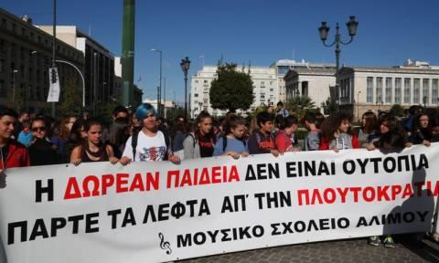 O... Γιώργος Μαζωνάκης στο μαθητικό συλλαλητήριο (photos)