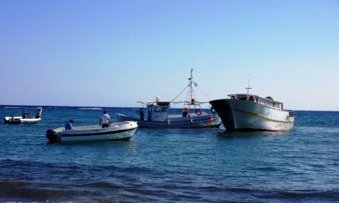Αλιευτικό διέδωσε 60 πρόσφυγες ανοικτά της Μυτιλήνης