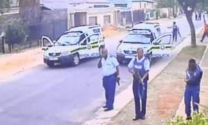 Νότια Αφρική: Αστυνομικοί παραδόθηκαν όταν η κάμερα αποκάλυψε το μυστικό τους…