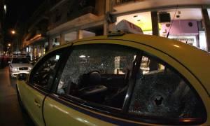 Αθήνα: Επίθεση 30 αγνώστων σε ταξί στην οδό Αθηνάς