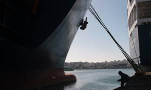 Παραμένουν δεμένα τα πλοία στα λιμάνια την Τρίτη - Συνεχίζεται η 48ωρη απεργία της ΠΝΟ