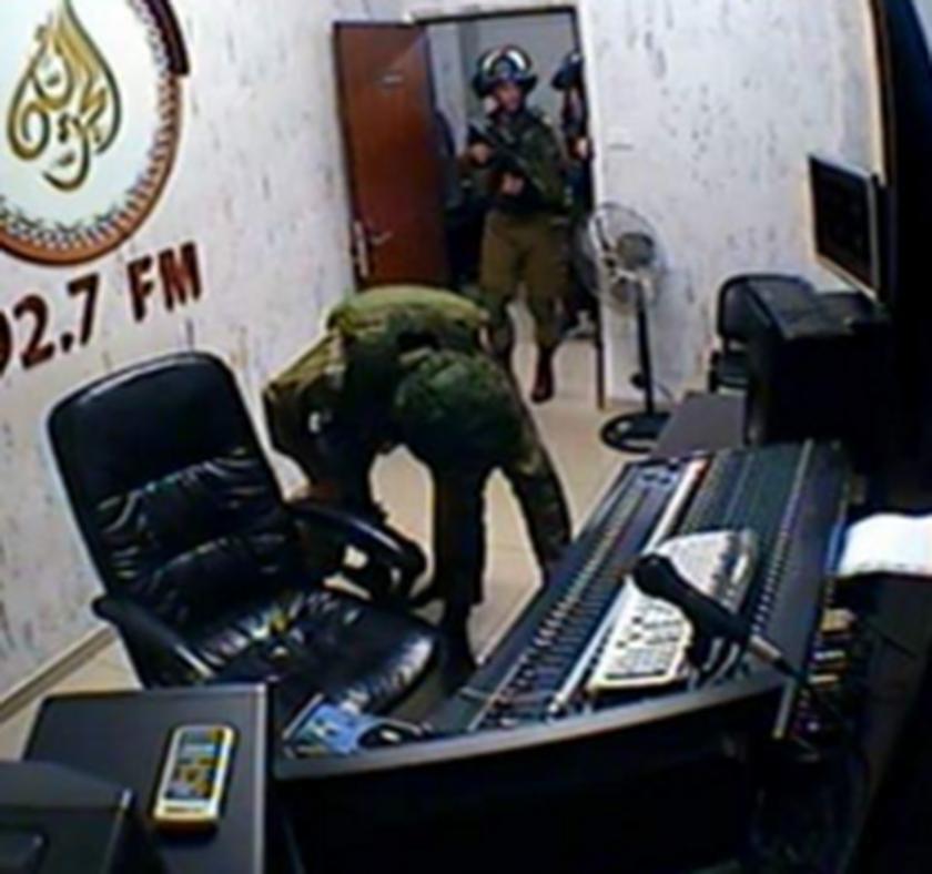 Ο ισραηλινός στρατός έκλεισε παλαιστινιακό ραδιοφωνικό σταθμό (pics)