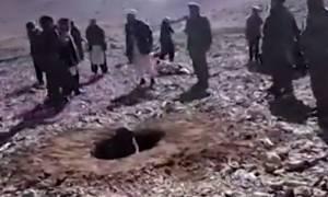 Οι Ταλιμπάν έδειξαν την ανθρωπιά τους και λιθοβόλησαν μοιχαλίδα (vid)