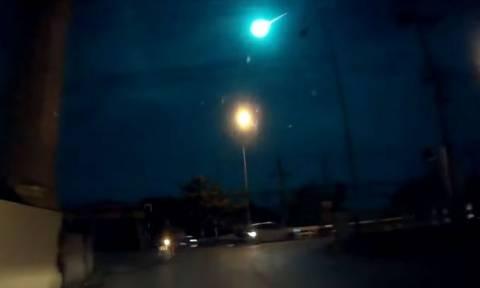 Τρόμος! Τεράστιος μετεωρίτης φώτισε τον ουρανό της Μπανγκόκ (video)