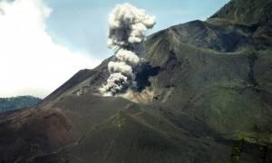 Ινδονησία: Κλειστά αεροδρόμια λόγω ηφαιστειακών εκρήξεων
