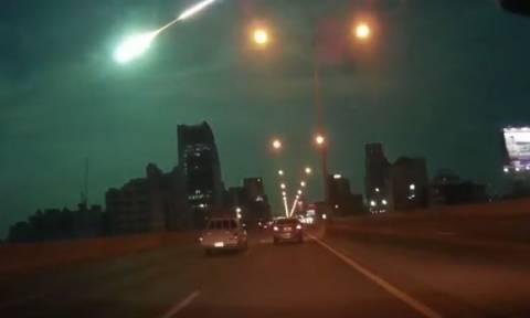 Μετεωρίτης διαλύεται στο νυχτερινό ουρανό της Ταϊλάνδης (video)