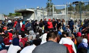 Από τους 741.838 πρόσφυγες που έφτασαν σε Ελλάδα και Ιταλία μετεγκαταστάθηκαν μόλις 116!