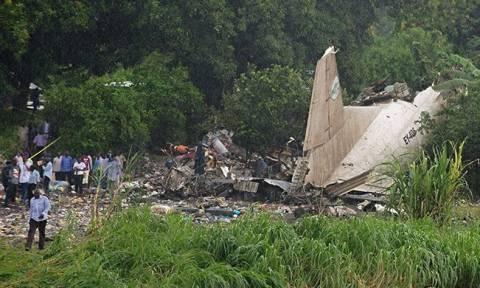 Συγκλονιστικό: Ένα βρέφος επέζησε μόνο της νέας αεροπορικής τραγωδίας στο Νότιο Σουδάν (vids+phs)