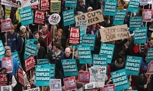 Βρετανία: Χιλιάδες φοιτητές διαδήλωσαν στο Λονδίνο με αίτημα τη δωρεάν εκπαίδευση