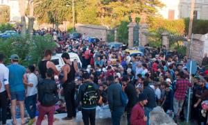 Μυτιλήνη: Ξεπερνούν τις 15.000 οι εγκλωβισμένοι πρόσφυγες λόγω της απεργίας της ΠΝΟ
