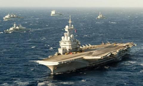 Γαλλία: Στη μάχη κατά του Ισλαμικού Κράτους η ναυαρχίδα «Σαρλ Ντε Γκολ»