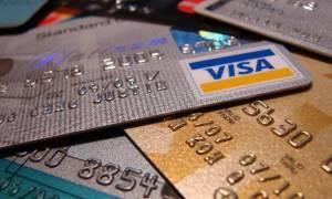 Βάσει ηλικίας η υποχρεωτική χρήση πιστωτικής κάρτας αντί μετρητών