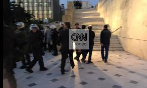 Επίθεση σε Κουμουτσάκο: Συγκλονιστικές φωτογραφίες από το cnn.gr