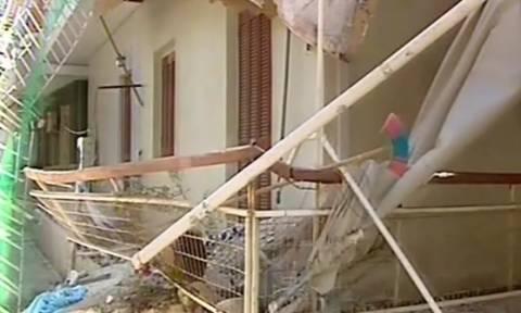Κατέρρευσε μπαλκόνι στη Νέα Φιλαδέλφια - Στο νοσοκομείο η άτυχη γυναίκα