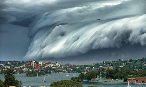 «Τρικυμία» από σύννεφα στον ουρανό του Σίδνεϊ (video&photos)