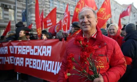 В Москве началось шествие сторонников КПРФ в честь 98-й годовщины Октябрьской революции