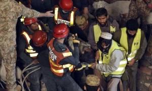 Πακιστάν: Ανασύρθηκε ζωντανός μετά από 50 ώρες κάτω από τα συντρίμια