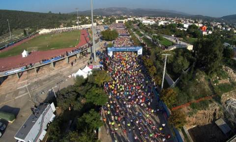 Σε εξέλιξη ο 33ος Μαραθώνιος της Αθήνας (Photos)