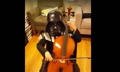 O Darth Vader παίζει τσέλο ... Δείτε τον! (video)