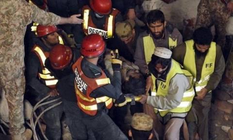 Πακιστάν: 44 οι νεκροί από την κατάρρευση του εργοστασίου
